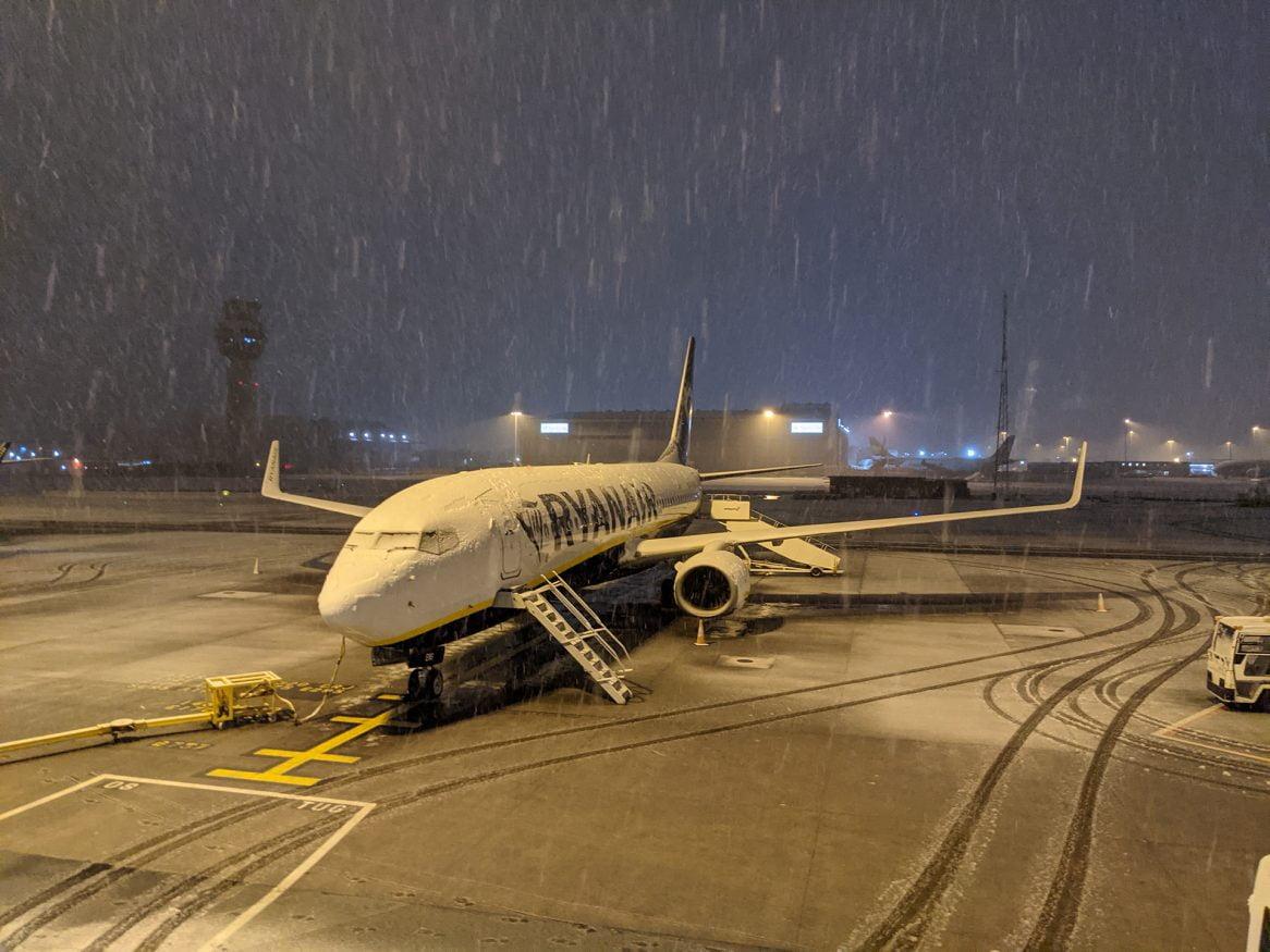 Ryanair in Manchester Snow